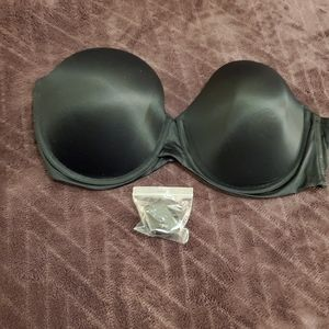 Women's strapless bra